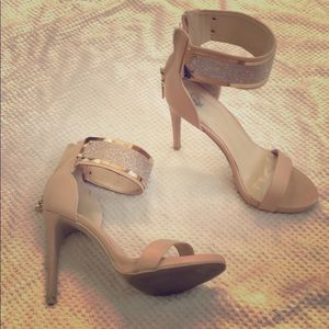 Used Windsor heel size 8 w/gold plated ankle strap
